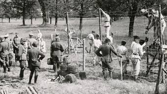 1942 liess Heinrich Himmler einen 18 Kilometer langen Stacheldrahtverhau errichten.