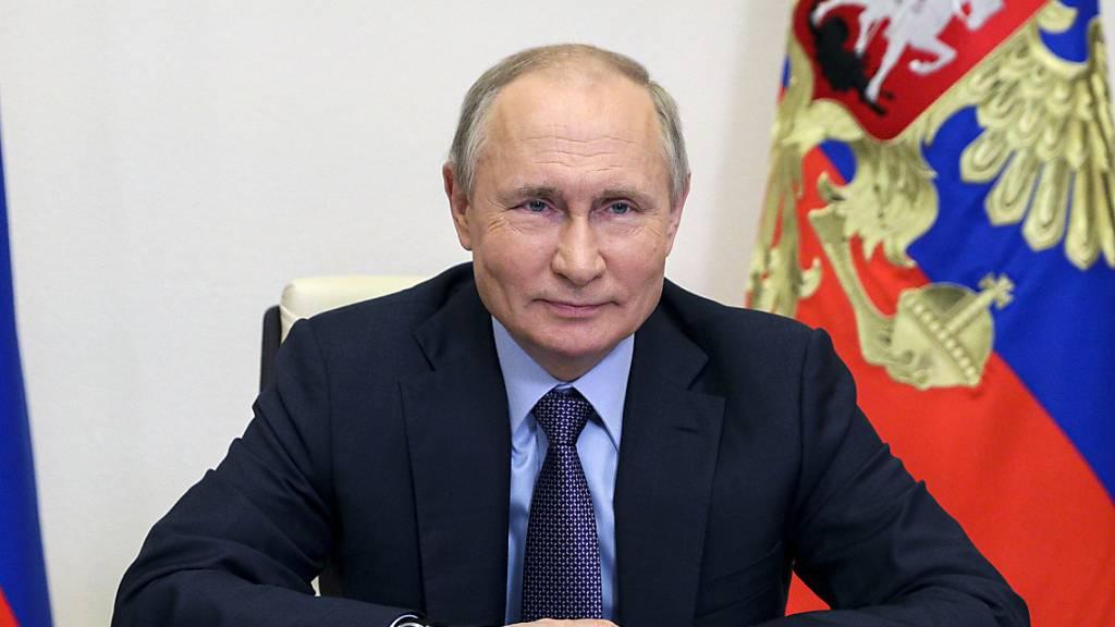 Wladimir Putin, Präsident von Russland, per Videokonferenz an einem Treffen zur Inbetriebnahme der Amur-Gasaufbereitungsanlage von Gazprom teil. Foto: Sergei Ilyan/Pool Sputnik Kremlin/AP/dpa