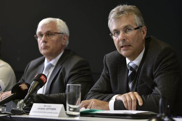Pierre Schuwey (l.), Freiburger Polizeichef und Jacques Antenen, Waadtländer Polizeikommandant (e,