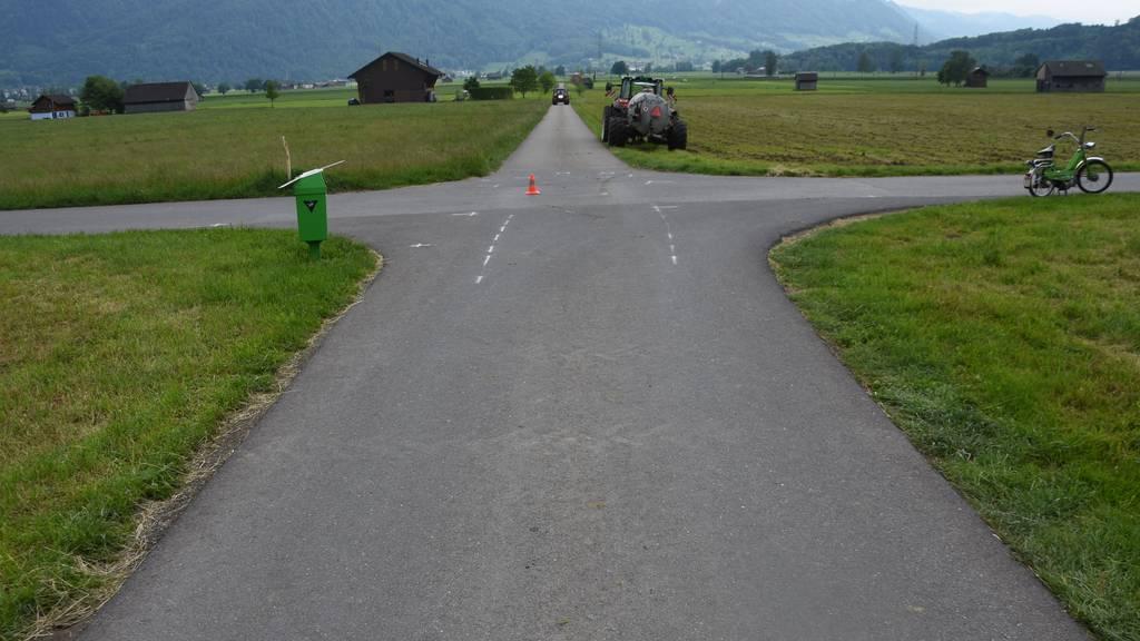 68-jähriger Traktorfahrer fährt 17-jährige Töfflifahrerin um