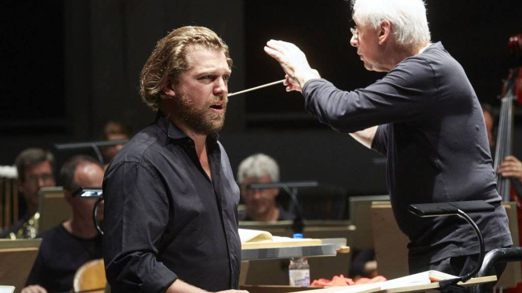 Am Eröffnungskonzert des Musikfestivals Bern 2017 mit dem Berner Symphonieorchester unter der Leitung von Mario Venzago sang der Tenor Julian Prégardien in der Dampfzentrale.
