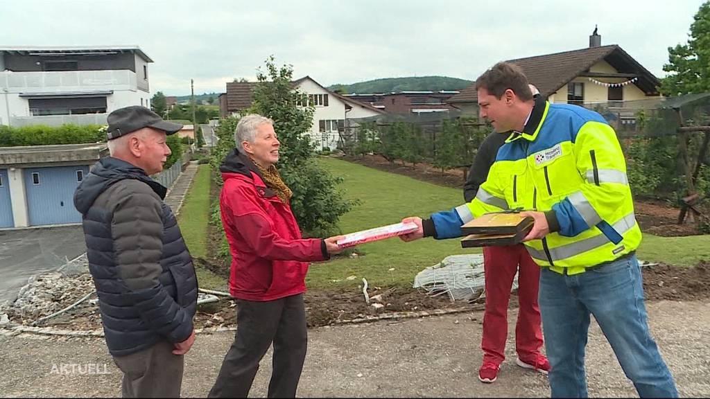 Mutige Helfer erhalten nach LKW-Unfall in Lostorf Pralinen