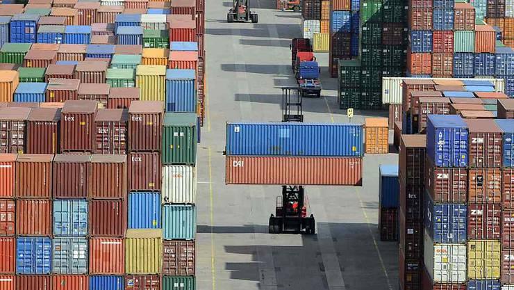 Ein starker Zuwachs der Importe bei einem leichten Plus der Exporte haben im zweiten Quartal das BIP-Wachstum in der Schweiz gedrückt. (Symbolbild)