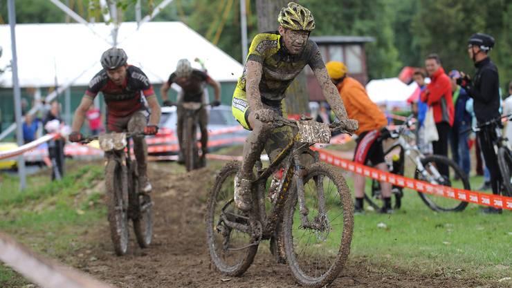 Der 23-jährige Mountainbike- und Radquerprofi Lars Forster (vorne) gewann in Solothurn den dritten Lauf des Swiss Bike Cups.