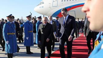 Der serbische Präsidenten Vucic empfing Russlands Staatschef Putin am Flughafen von Belgrad.