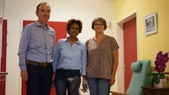 Emebet Gebeyehu mit Heimleiter Sepp Haldi und Teamleiterin Antonia Jäggi.