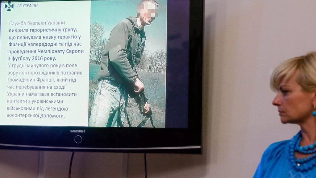 Ein Foto des Verdächtigen wurde am Montag an einer Medienkonferenz in Kiew gezeigt.