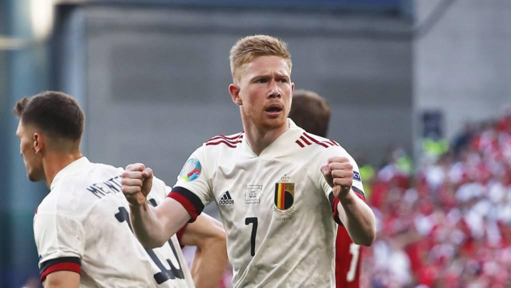 Belgiens verletzt gewesener Regisseur Kevin De Bruyne bereitet das 1:1 vor und erzielt das 2:1