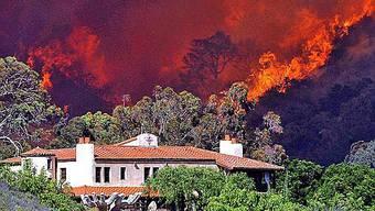 Haus von Feuer bedroht