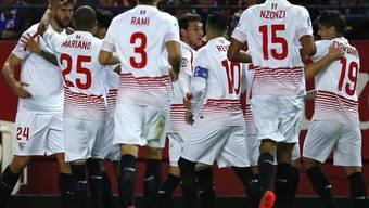 Sevillas Spieler bejubeln das siegbringende Tor gegen Eibar