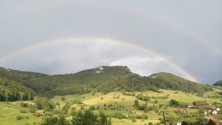 Bei Erschwil war ein grosser Regenbogen zu sehen