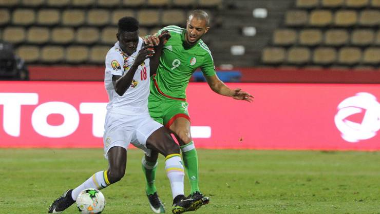 Sofiane Hanni (rechts) scheitert mit Algerien am Afrika-Cup bereits in der Vorrunde