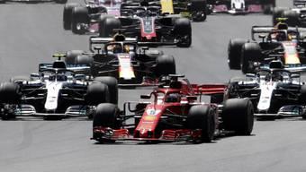 Sebastian Vettel übernimmt gleich nach dem Start die Führung