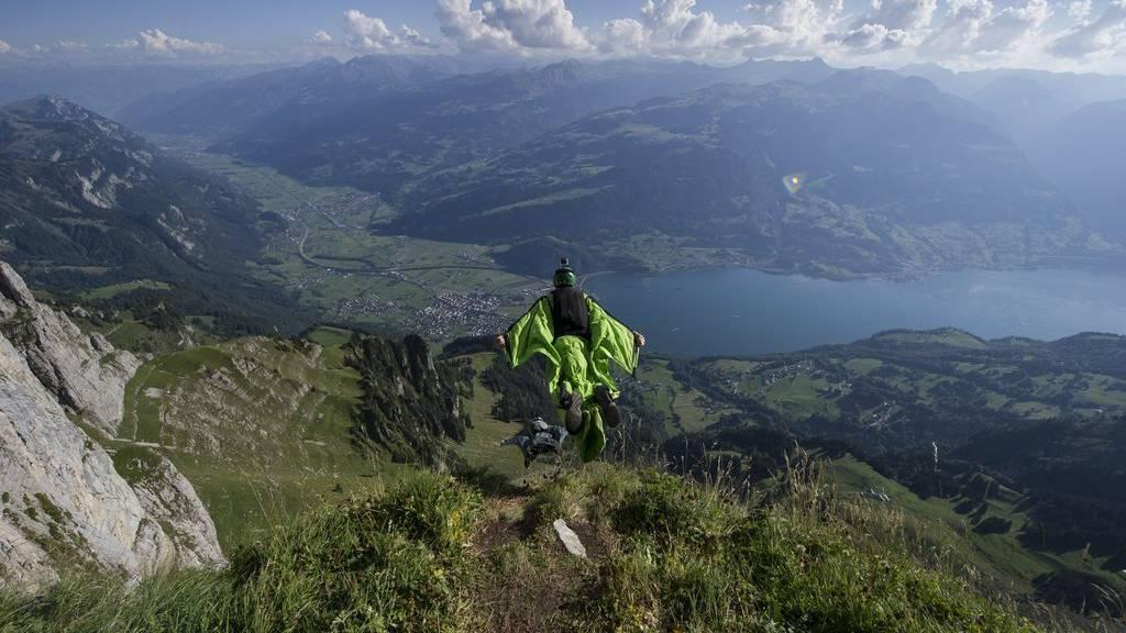 Basejumping in Walenstadt – Wingsuiter halten sich an die Regeln