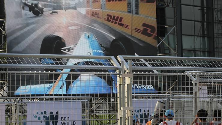 Dieses Video von Nick Heidfelds Unfall in der Formel E von 2014 postete Lewis Hamilton