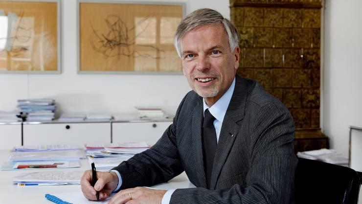 Herbert H. Scholl, zukünftiger Grossratspräsident, in seinem Büro in Aarau