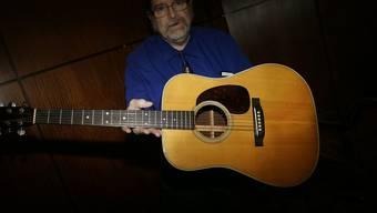 Für diese Gitarre, die einst Bob Dylan gehörte, wurden 400'000 Dollar hingeblättert.
