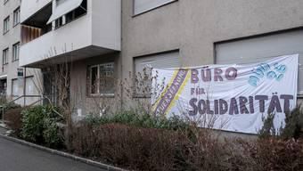 Nach einer Demo im Januar geht der Widerstand gegen die Massenkündigung durch die Pensionskasse Basel-Stadt mit einer Hausbesetzung weiter.