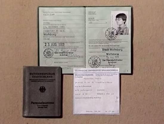 Das waren Reisepass, Personalausweis und Studetenausweis der Studentin.