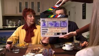 Für seinen Film «Usbrennt» konnte der Baselbieter mehrere bekannte Schauspieler verpflichten. Hier zu sehen Rinalda Caduff und Edward Piccin.