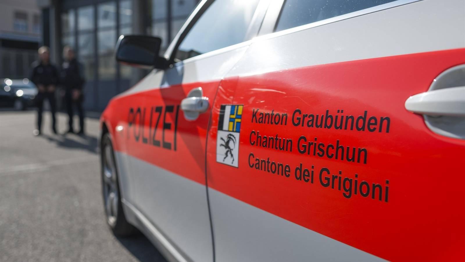 Wieso die Bündner Polizeibeamten eine Schusswaffe einsetzten, ist noch unklar. (Symbolbild)