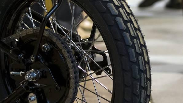 Beim Unfall in Therwil wurde ein Motorradfahrer verletzt
