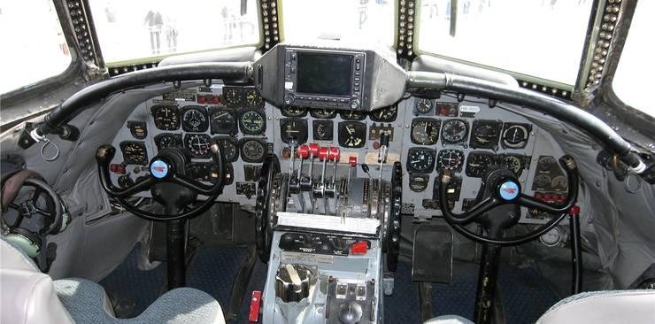 Der Blick ins Cockpit – beinahe wie in den 50er-Jahren.