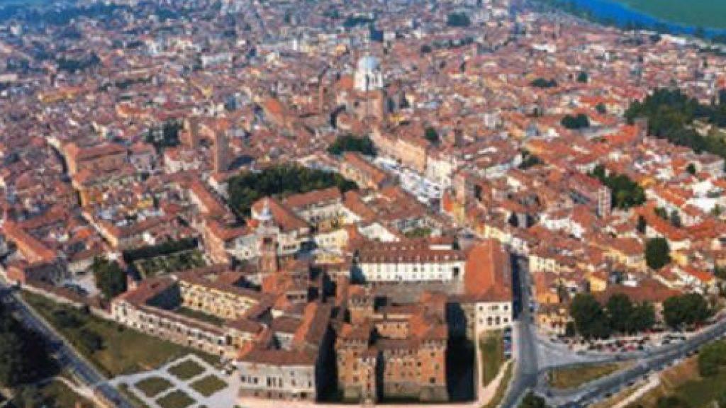 Luftaufnahme der norditalienischen Stadt Mantua