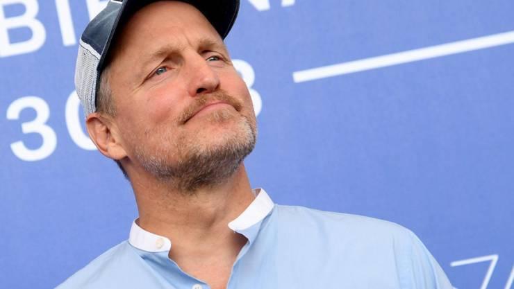 Woody Harrelson findet, Sex und Kiffen mache klug. Er sei der lebende Beweis dafür.
