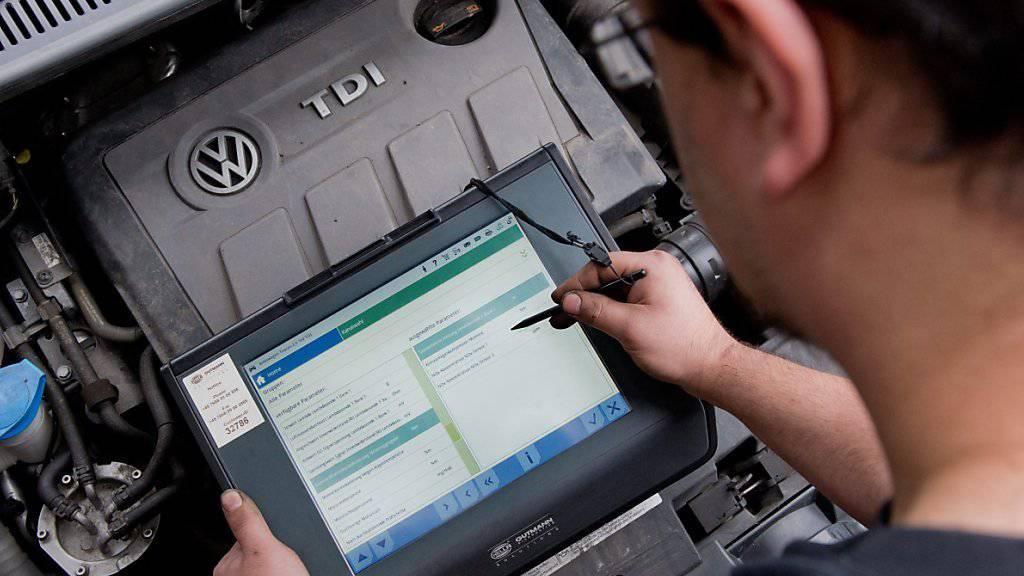 Nicht zukunftstauglich: Wegen den ständig steigenden Abgasmotoren will VW kein Geld mehr in die Weiterentwicklung der Dieselmotoren stecken. (Archivbild)