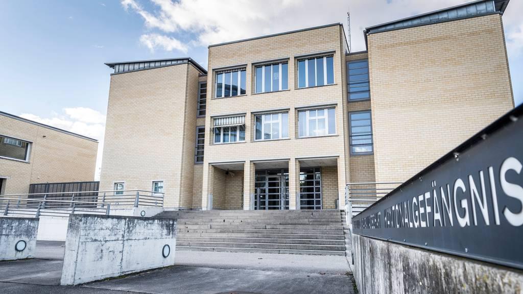 Leicht weniger Inhaftierte in Schweizer Gefängnissen
