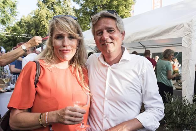 Stammgästin und Anwohner Catherine Gall und Roland Bucher.