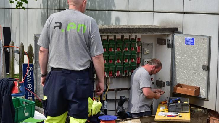 Die Städtischen Betriebe Olten besitzen nur die Anlagen und Netze, die Mitarbeiter sind bei der Aare Energie AG (a.en) angestellt. Das bleibt auch weiterhin so. Ein entsprechender Vorstoss, die Mitarbeiter zur sbo zu zügeln, wurde abgelehnt.