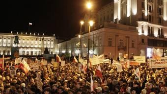 Gedenkfeier am Abend in Warschau