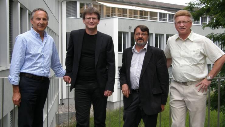Führungswechsel am BBZ Freiamt: Orlando Müller, Leiter Wirtschaft, mit Nachfolger Philippe Elsener sowie Carlo Nardo, Leiter Gewerbe und Technik, mit Nachfolger Rolf Maurer.  BA