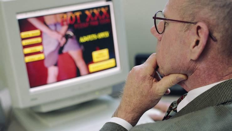 Ein Abwart steht wegen Kinderpornografie vor Gericht. (Symboldbild)