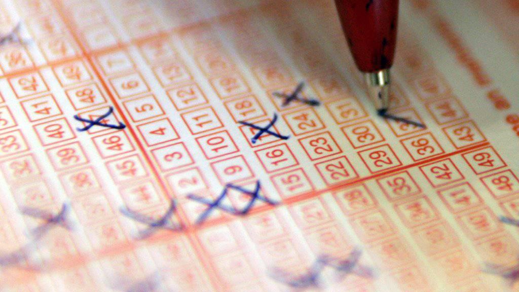Wer die richtigen Zahlen ankreuzt, kann bei der Lotterie Eurojackpot 90 Millionen Euro gewinnen. (Symbolbild)