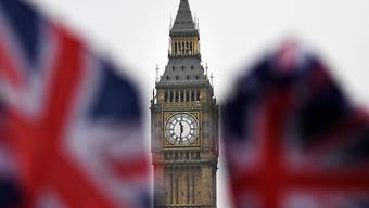Der Uhrturm Big Ben nahe dem britischen Parlament in London (Symbolbild)