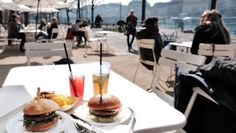 Rhyschänzli eröffnet: Am Rhein ist schon Sommer