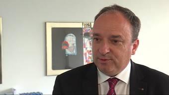 Die dritte Mitarbeitendenbefragung in der Kantonsverwaltung ergibt gute Werte für Arbeitsinhalte, aber kritische Werte für den Kanton Aargau als Arbeitgeber. Das sagt Finanzdirektor Markus Dieth dazu.