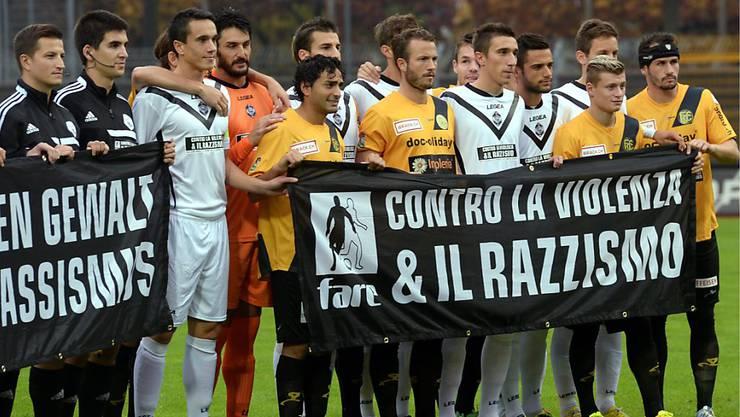 Anti-Rassismus-Aktionen gab und gibt es auch im Schweizer Spitzenfussball immer wieder. Auf dem Bild im Oktober 2013 vor der damaligen Challenge-League-Partie Lugano gegen Schaffhausen