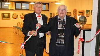 Paolo Francesco Marmo (links) und Toni Brechbühl eröffnen die Ausstellung.