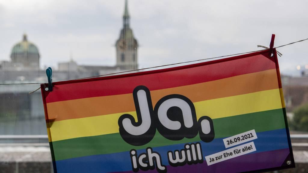 Die beiden Vorlagen «Löhne entlasten, Kapital gerecht besteuern» und die «Änderung des Schweizerischen Zivilgesetzbuches (Ehe für alle)» vermochten 51,9 Prozent der Stimmberechtigten zu mobilisieren. Das ist zwar überdurchschnittlich, aber nicht überwältigend  (KEYSTONE/Peter Schneider).