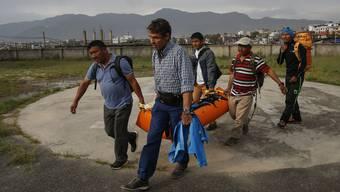 Ueli Steck wird nach seinem Tod nach Kathmandu gebracht