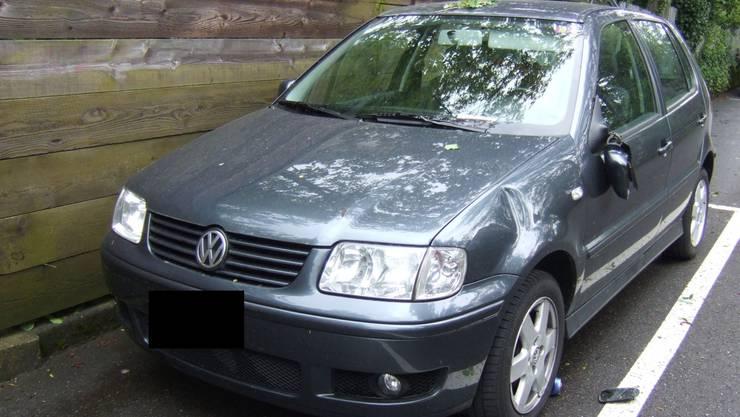 Die unbekannten Täter beschädigten zahlreiche Autos (Symbolbild)