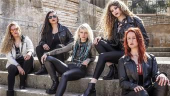 Romana, Lala, Seraina, Sonia und Jay (v. l.) freuen sich auf die Albumtaufe in Brugg am 9. November: «Im Salzhaus haben wir schon viel erlebt.»