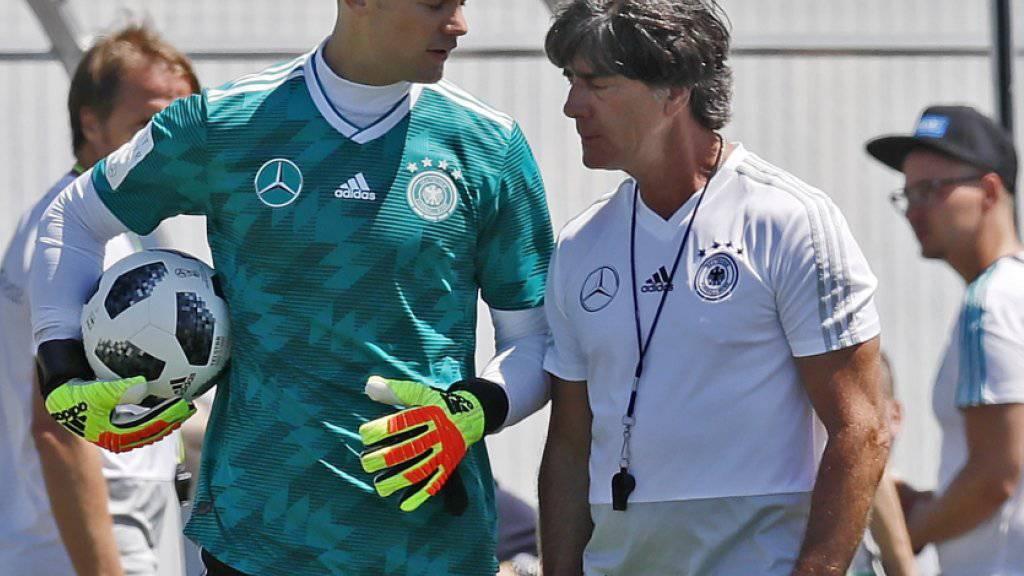 Bei Deutschland, hier mit Captain Manuel Neuer und Trainer Joachim Löw, war nach dem 0:1 gegen Mexiko viel Redebedarf vorhanden