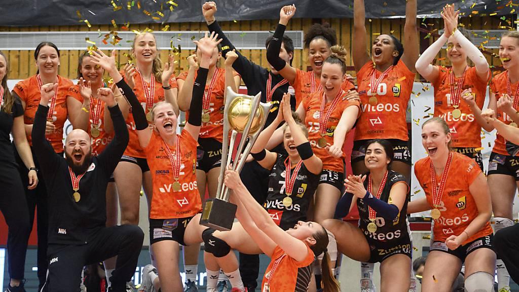 Die Neuenburgerinnen können zum zweiten Mal nach 2019 den Meisterpokal in die Höhe stemmen