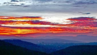 Sonnenaufgang vom Aussichtsturm Altberg.