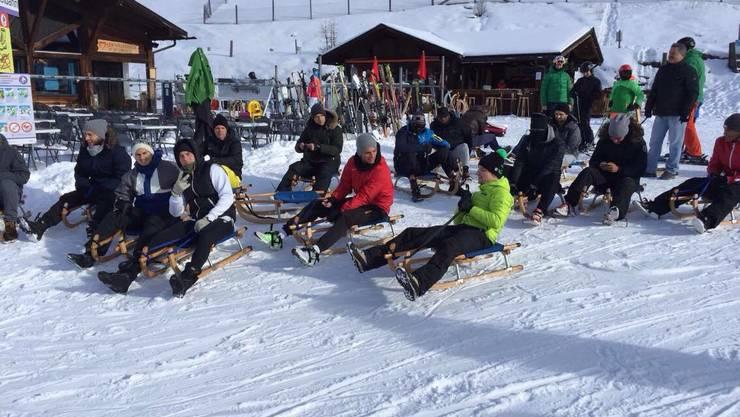 FCA-Teamevent: Spieler und Staff vor der Schlitten-Abfahrt in Davos